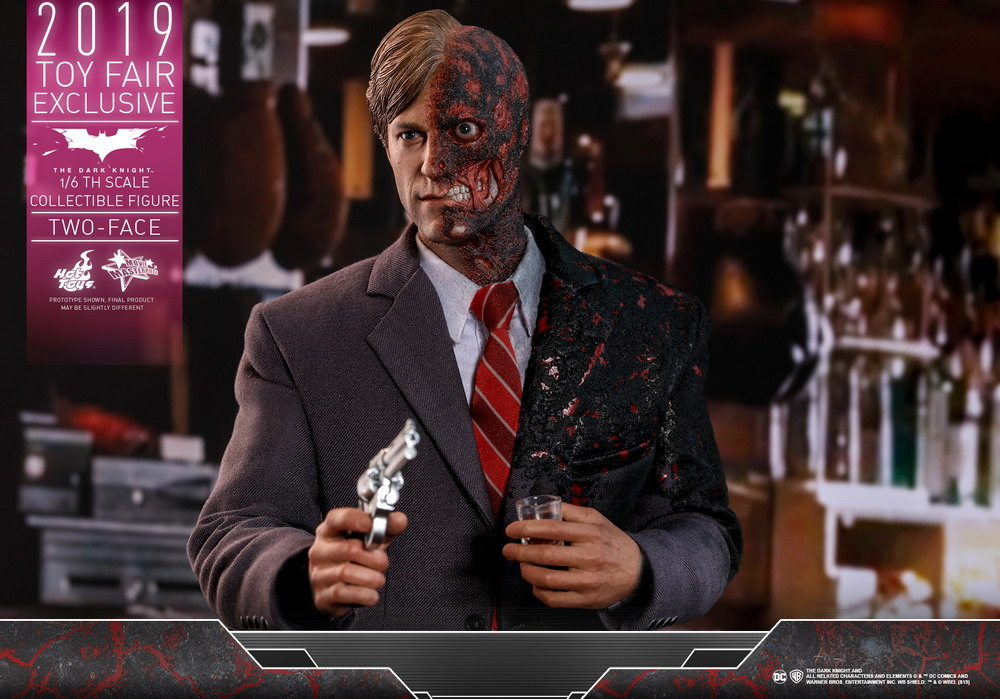 Hot Toys - TDK - Two-Face collectible figure_PR4