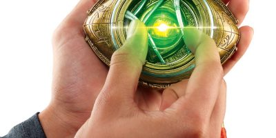 MARVEL LEGENDS SERIES DOCTOR STRANGE EYE OF AGAMOTTO - lifestyle (3)